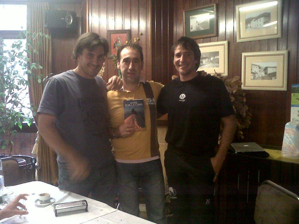 De izda. a dcha., Suárez, Jesus Remoña y Txikon