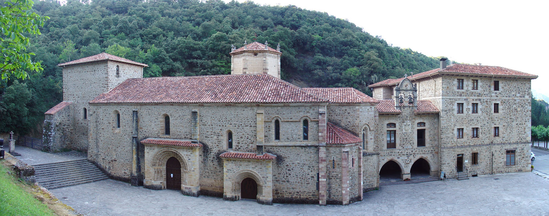 Monasterio de Santo Toribio de Liébana-By Francisco J. Díez Martín (Own work) [CC-BY-SA-2.5 (https://creativecommons.org/licenses/by-sa/2.5)], via Wikimedia Commons